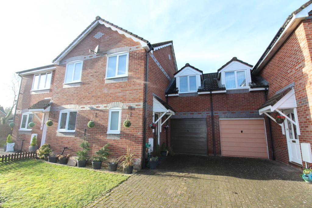 4 Bedrooms Semi Detached House for sale in Culliford Close, Street
