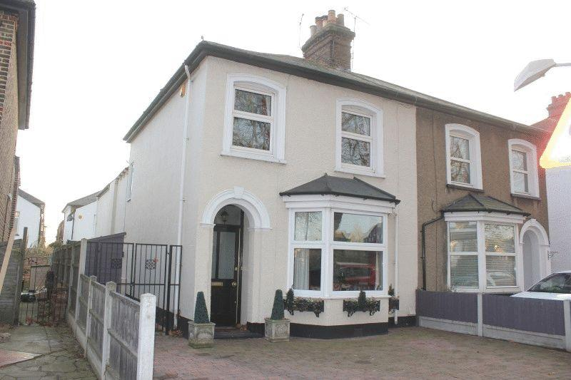 3 Bedrooms Semi Detached House for sale in Cambridge Road, Southend-On-Sea