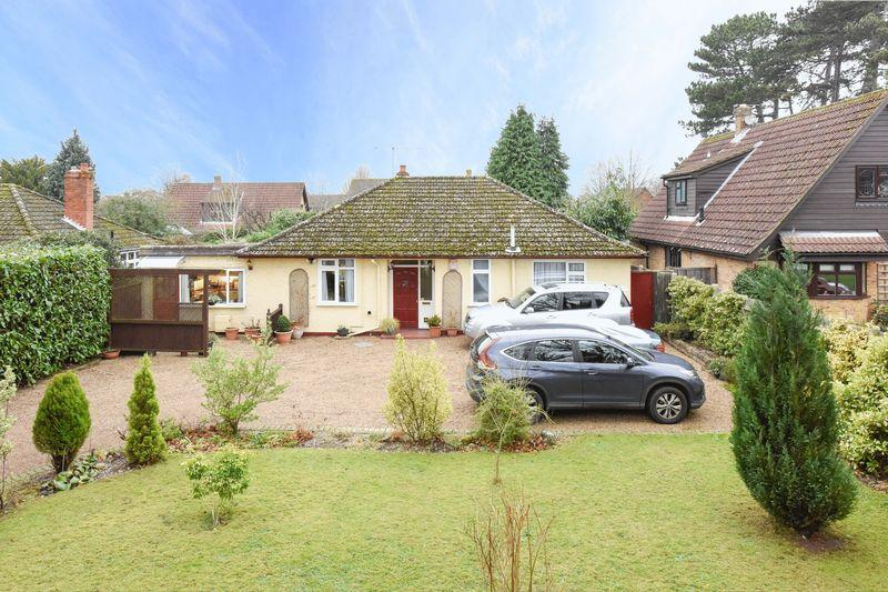 3 Bedrooms Bungalow for sale in Bookham