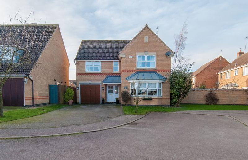 4 Bedrooms Detached House for sale in Yarrow Close, Rushden