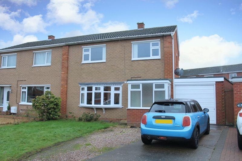 3 Bedrooms Semi Detached House for sale in Broseley Close, Sutton Farm, Shrewsbury, SY2 6HX