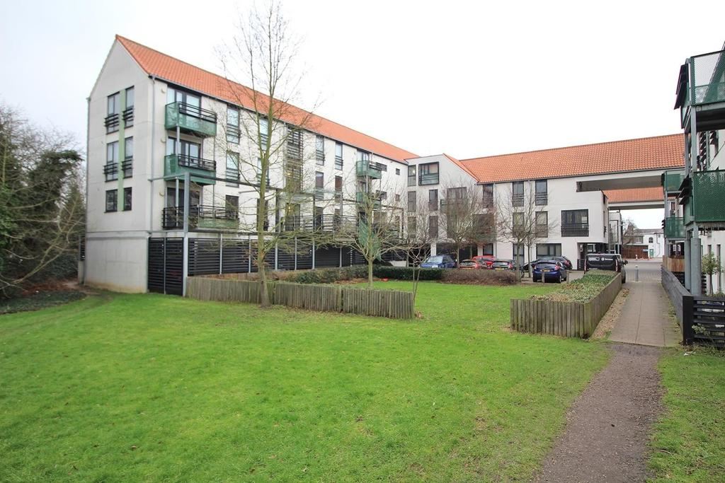 2 Bedrooms Apartment Flat for sale in Upper Chase, Chelmsford, Essex, CM2