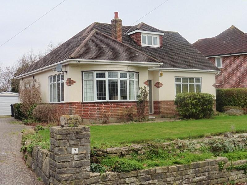 3 Bedrooms Chalet House for sale in Headswell Crescent, Bournemouth