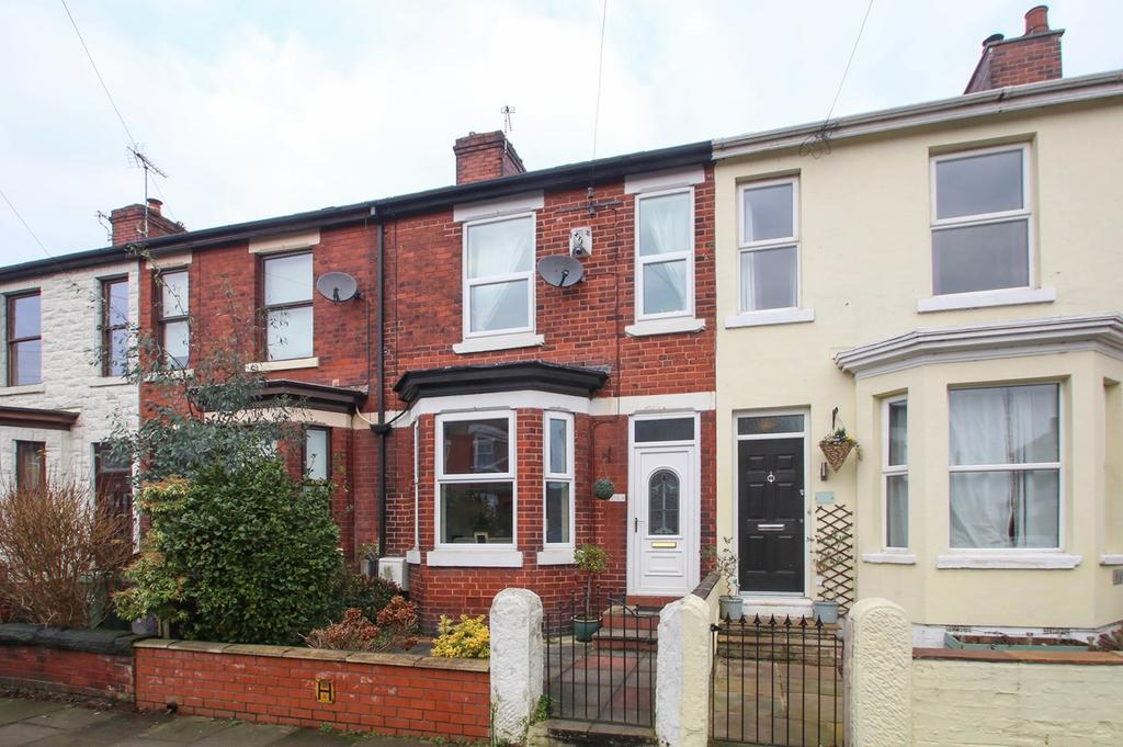 3 Bedrooms Terraced House for sale in Bromley Avenue, Flixton, Manchester, M41