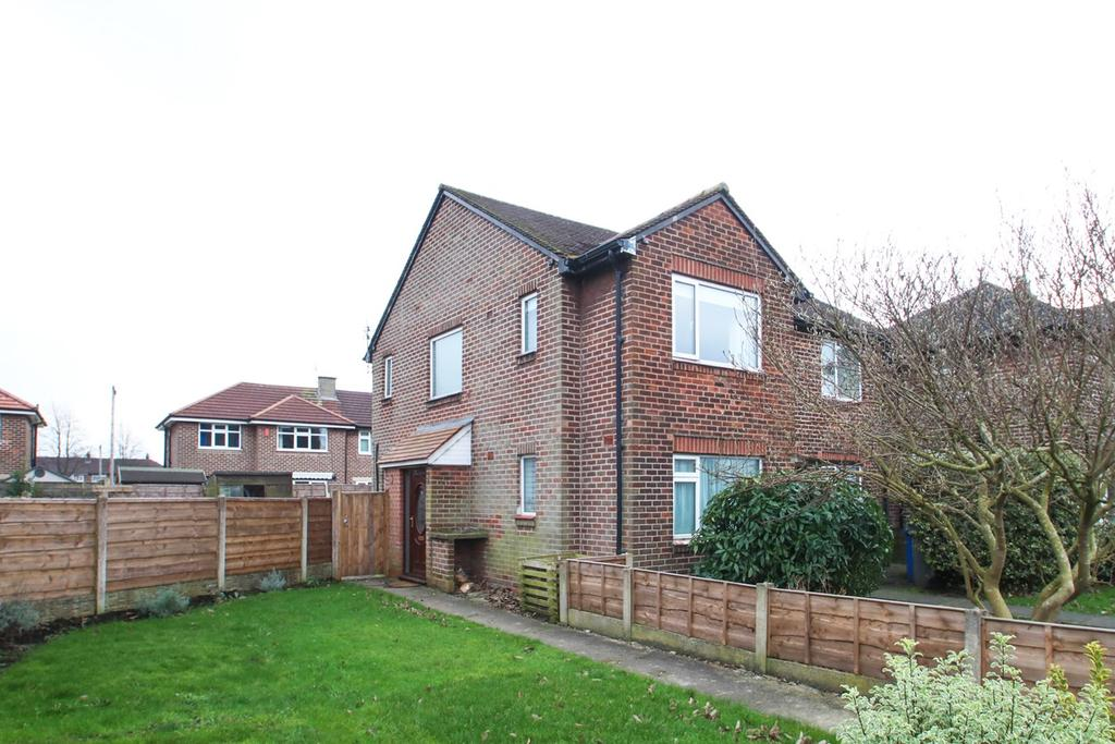 2 Bedrooms Apartment Flat for sale in Valley Road, Flixton, Manchester, M41