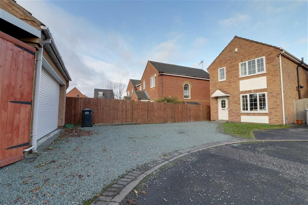 3 Bedrooms Detached House for sale in Becconsall Close, Crewe