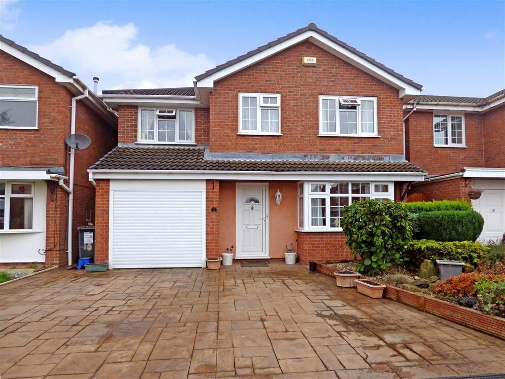 4 Bedrooms Detached House for sale in Aysgarth Avenue, Crewe