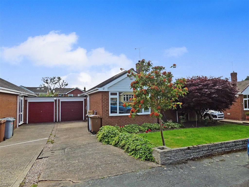 2 Bedrooms Detached Bungalow for sale in Lochleven Road, Wistaston, Crewe