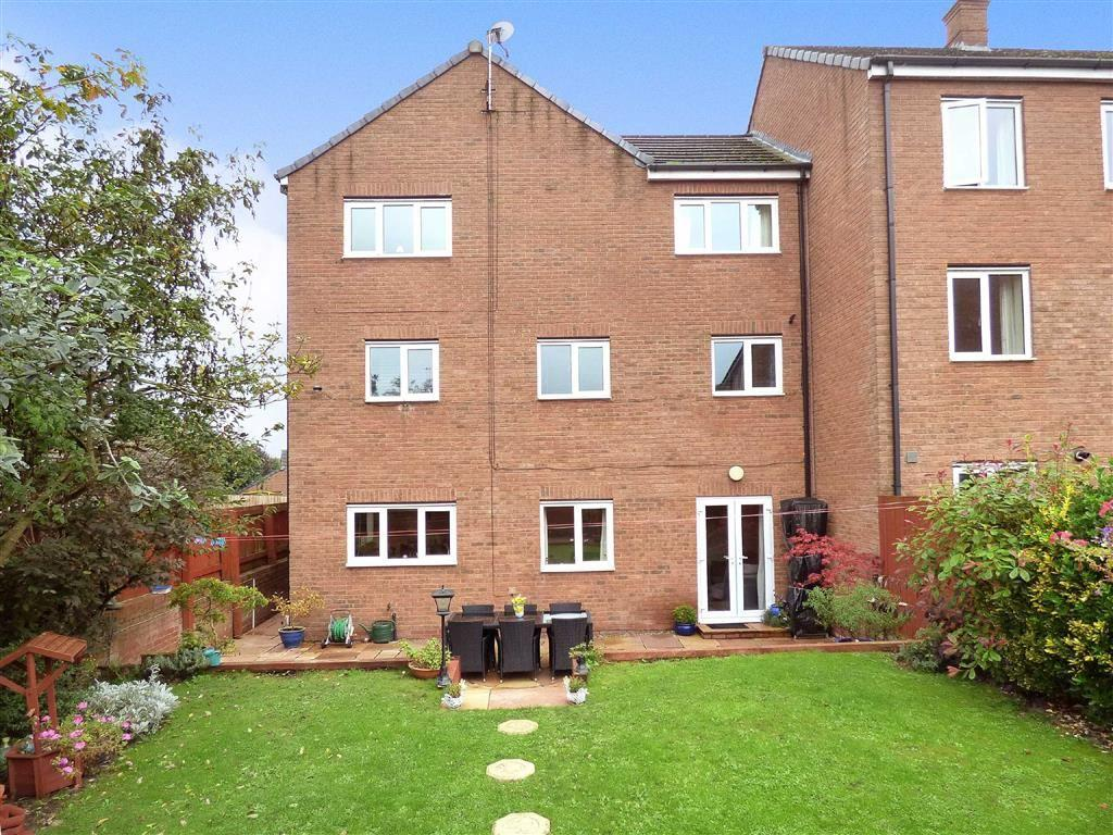 5 Bedrooms Town House for sale in Gibson Close, Nantwich