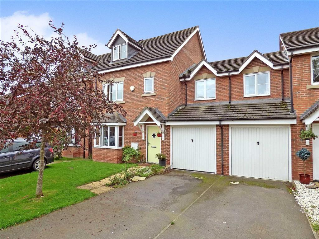 4 Bedrooms Link Detached House for sale in Brassey Court, Willaston, Nantwich