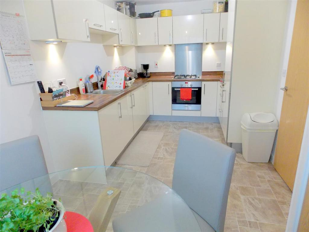 3 Bedrooms End Of Terrace House for sale in Pearse Close, Penarth Heights.