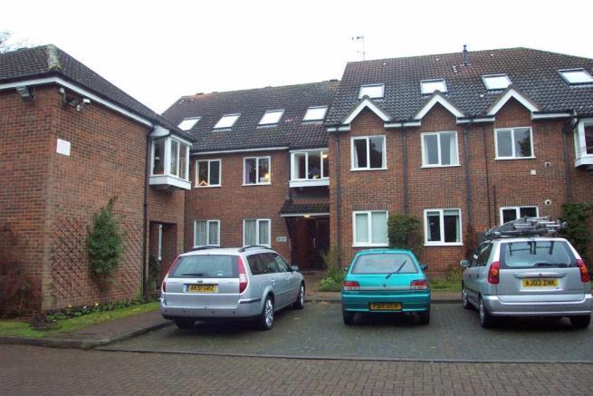 2 Bedrooms Flat for rent in Yewlands, Hoddesdon