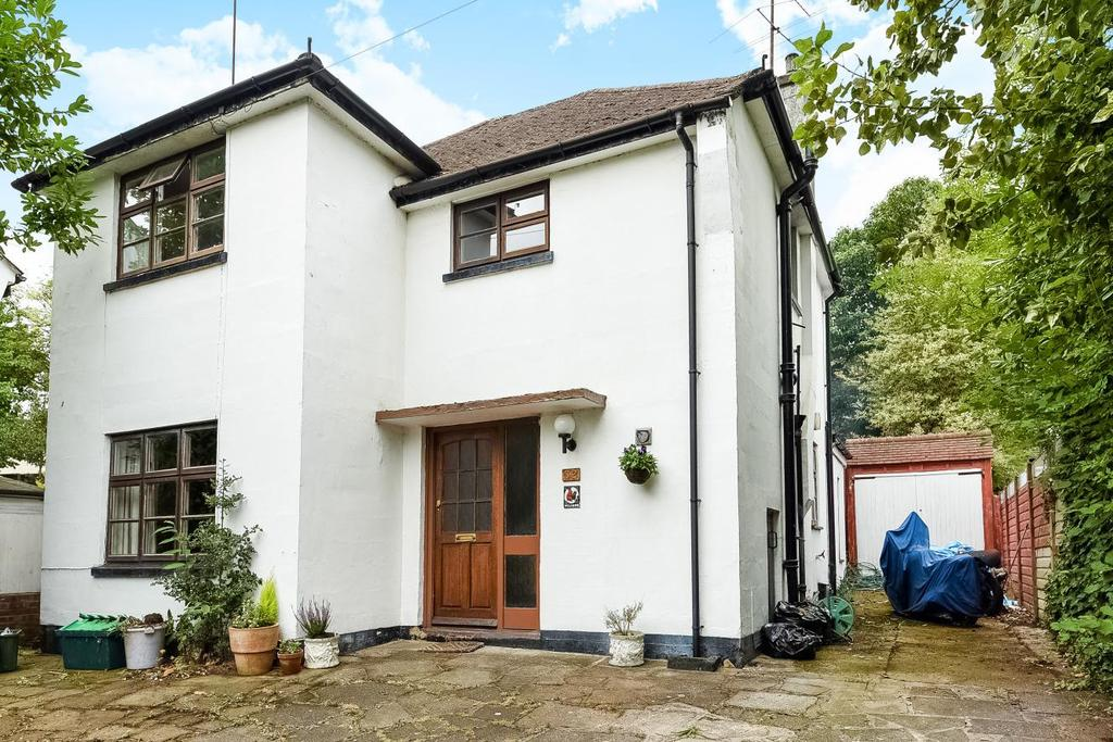 4 Bedrooms Detached House for sale in Wimborne Avenue, Chislehurst