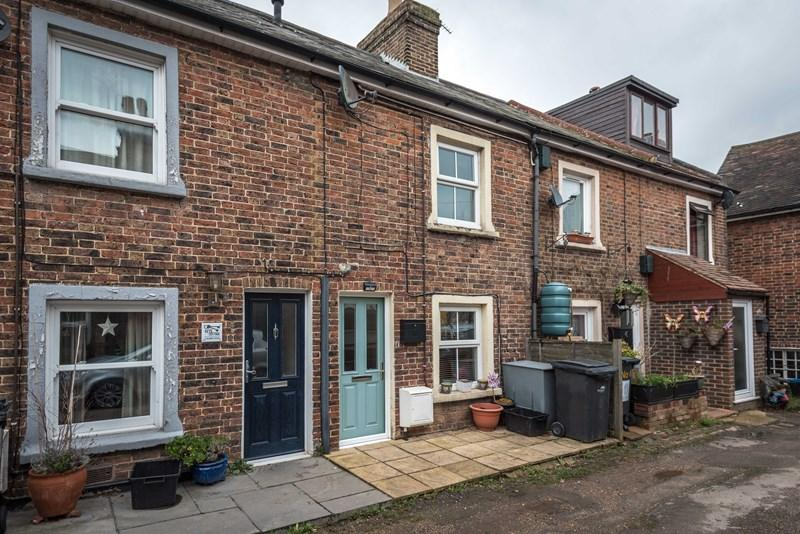 3 Bedrooms Terraced House for sale in Albert Road, Uckfield
