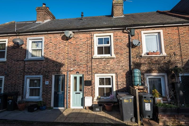 3 Bedrooms Terraced House for sale in Albert Road, Uckfield
