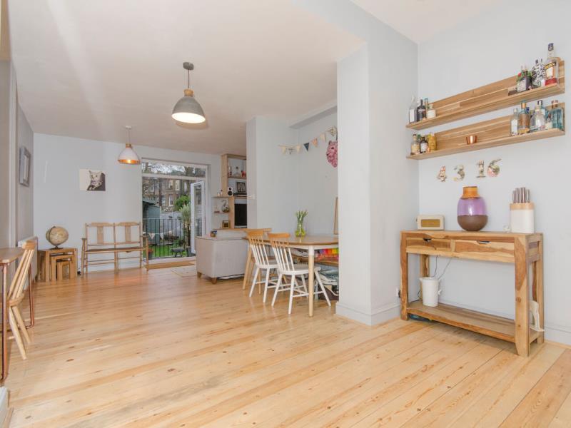 2 Bedrooms Ground Flat for sale in Queens Avenue, N10