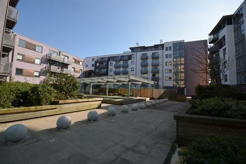 2 bedroom flat to rent - Arizona Building, Deals Gateway, London