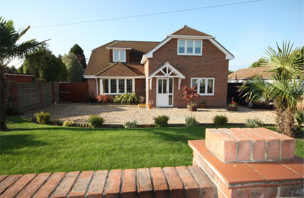 4 Bedrooms Detached House for sale in Home Rule Road, Locks Heath SO31