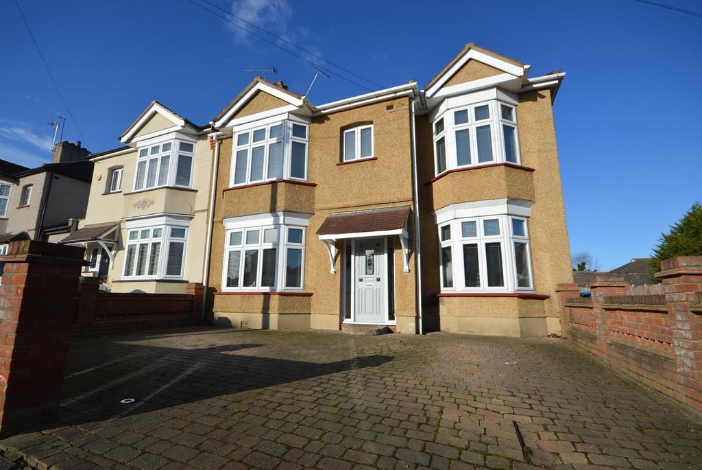 5 Bedrooms Semi Detached House for sale in Rosslyn Avenue, Harold Wood, Romford, Essex, RM3