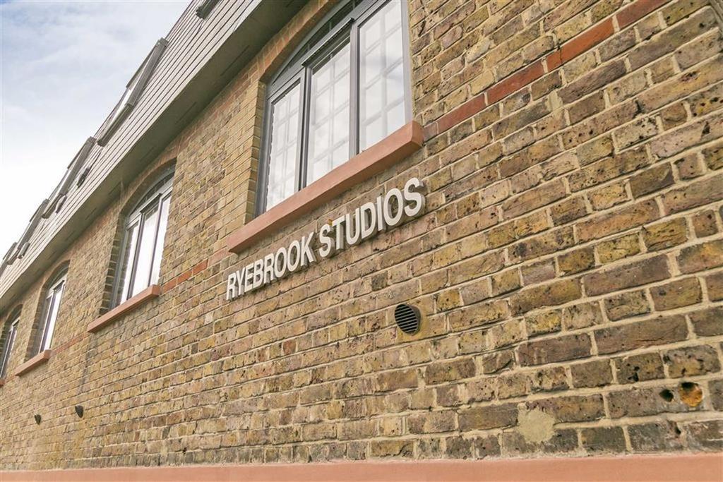 2 Bedrooms Flat for sale in Ryebrook Studios, Epsom, Surrey