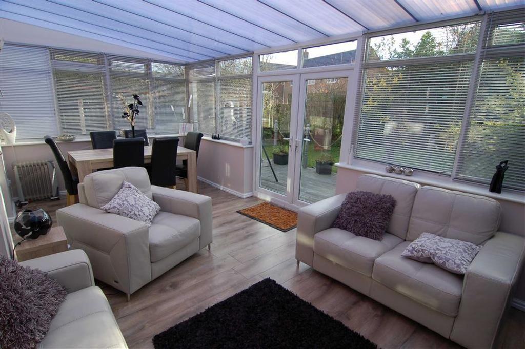 4 Bedrooms Detached House for sale in Hawthorne Grove, Biddulph