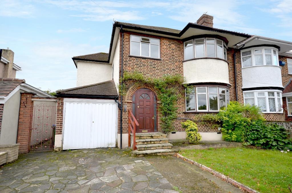 4 Bedrooms Semi Detached House for rent in Abergeldie Road Lee SE12