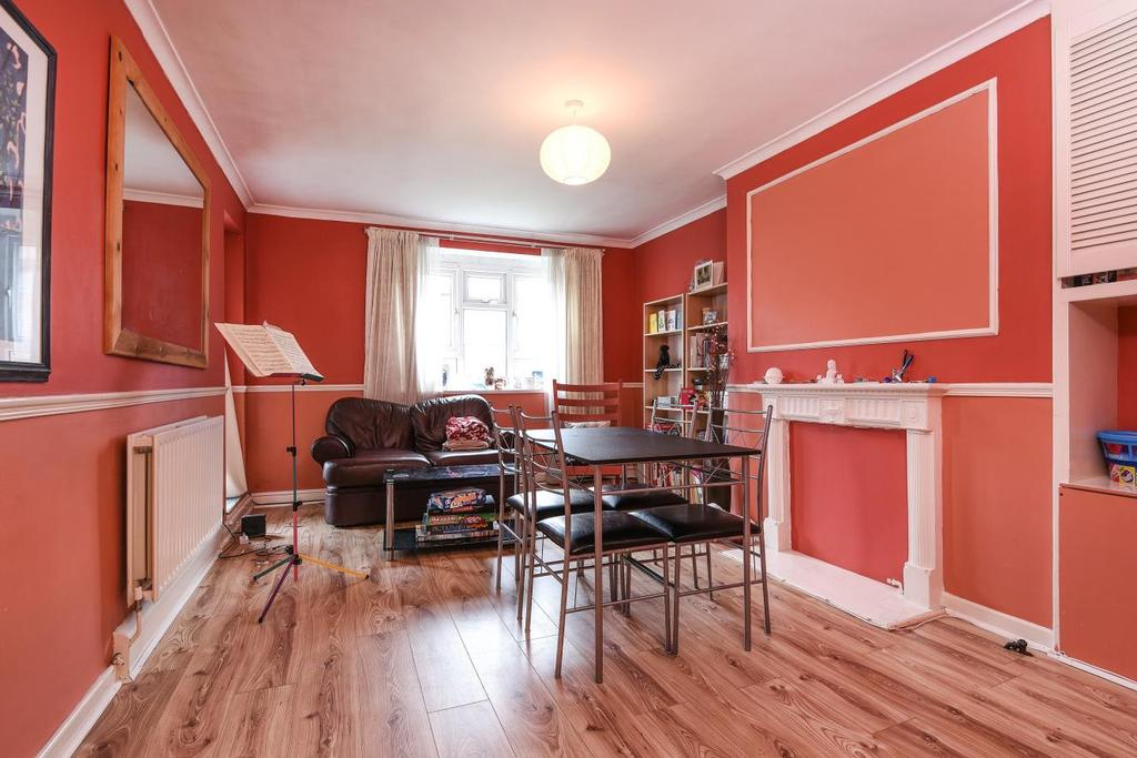 2 Bedrooms Flat for sale in Bliss Crescent, Lewisham