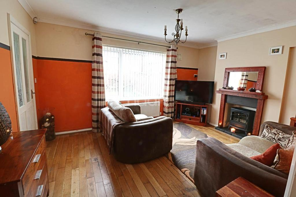 3 Bedrooms Semi Detached House for sale in Gainsford Crescent, Bestwood, Nottingham