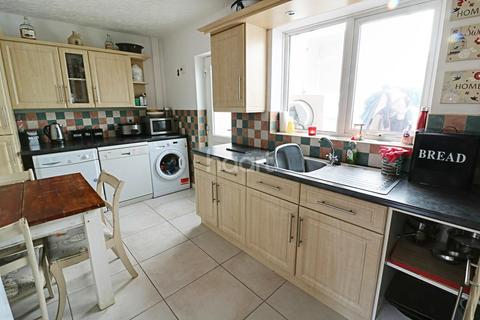 3 bedroom semi-detached house for sale - Gainsford Crescent, Bestwood, Nottingham
