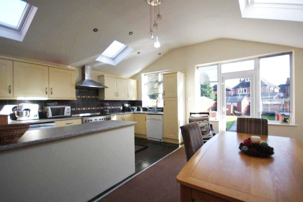 2 Bedrooms Detached House for sale in Bye Pass Road, Beeston, Nottingham, NG9