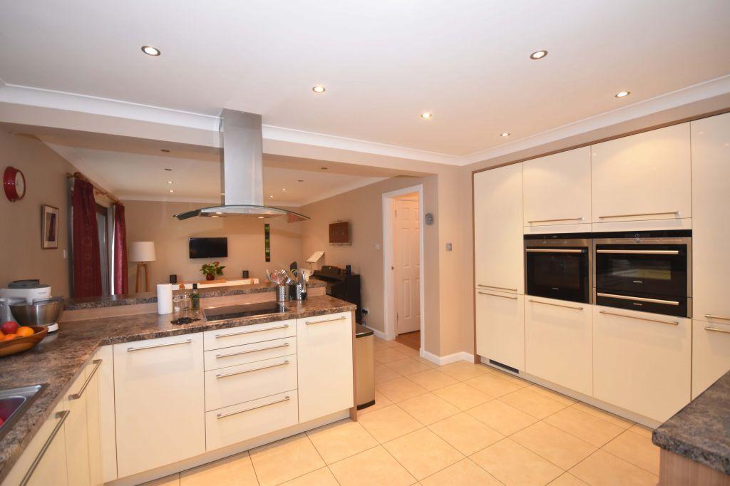 5 Bedrooms Detached House for sale in 3 Ravelrig Hill, Balerno EH14 7DJ