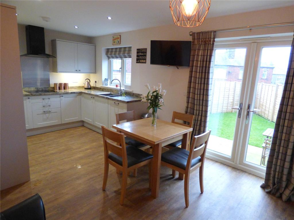 3 Bedrooms Semi Detached House for sale in Pyenot Avenue, Cleckheaton, West Yorkshire, BD19
