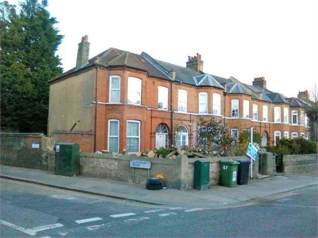 8 Bedrooms End Of Terrace House for rent in St Fillans Road , Catford, London, SE6 1DQ
