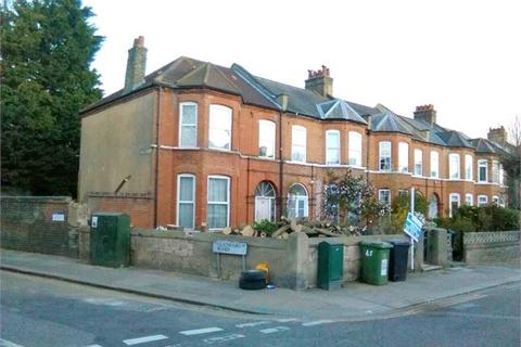 8 bedroom end of terrace house to rent - St Fillans Road , Catford, London, SE6 1DQ
