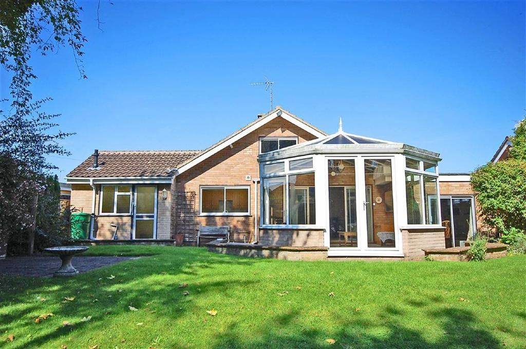 2 Bedrooms Detached Bungalow for sale in Bafford Grove, Charlton Kings, Cheltenham, GL53