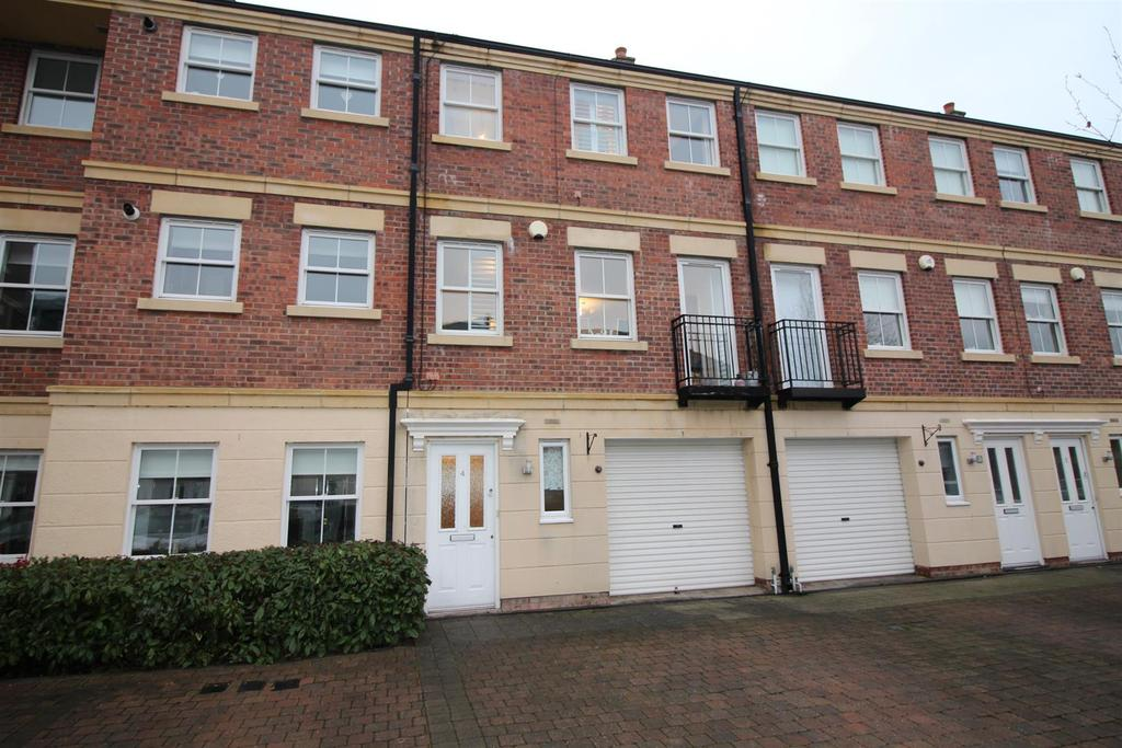4 Bedrooms Town House for sale in Kingswood Court, Tynemouth