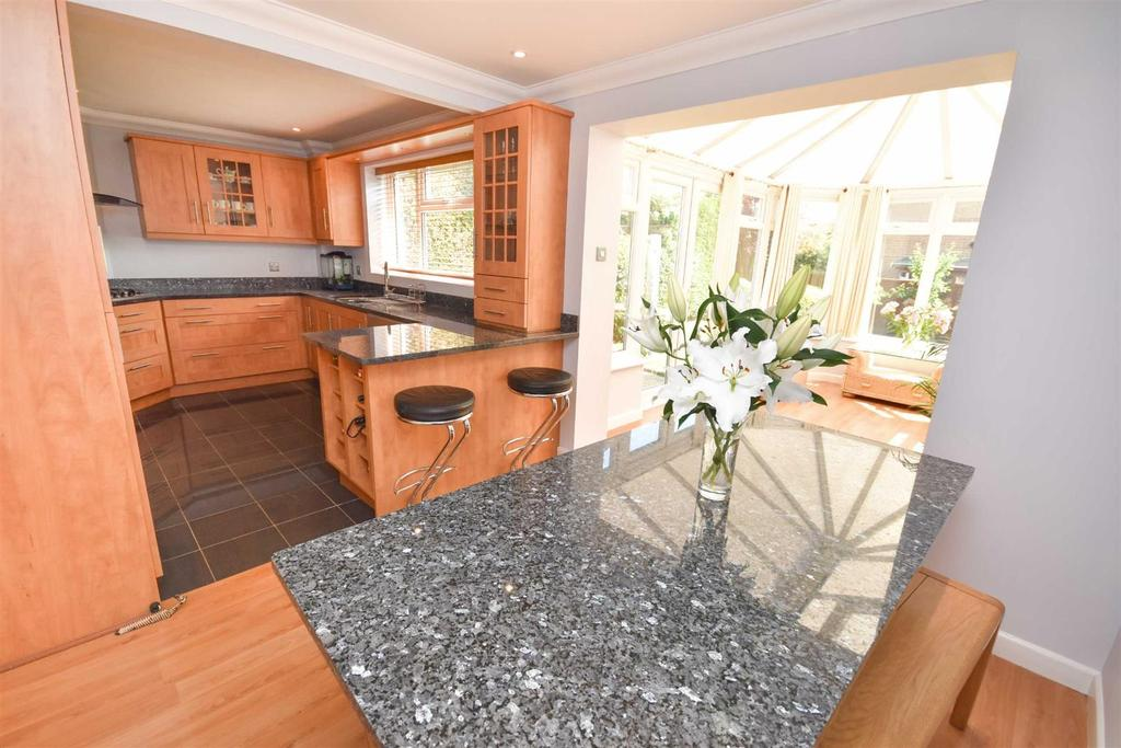 4 Bedrooms Detached House for sale in Dorset Gardens, West Bridgford, Nottingham