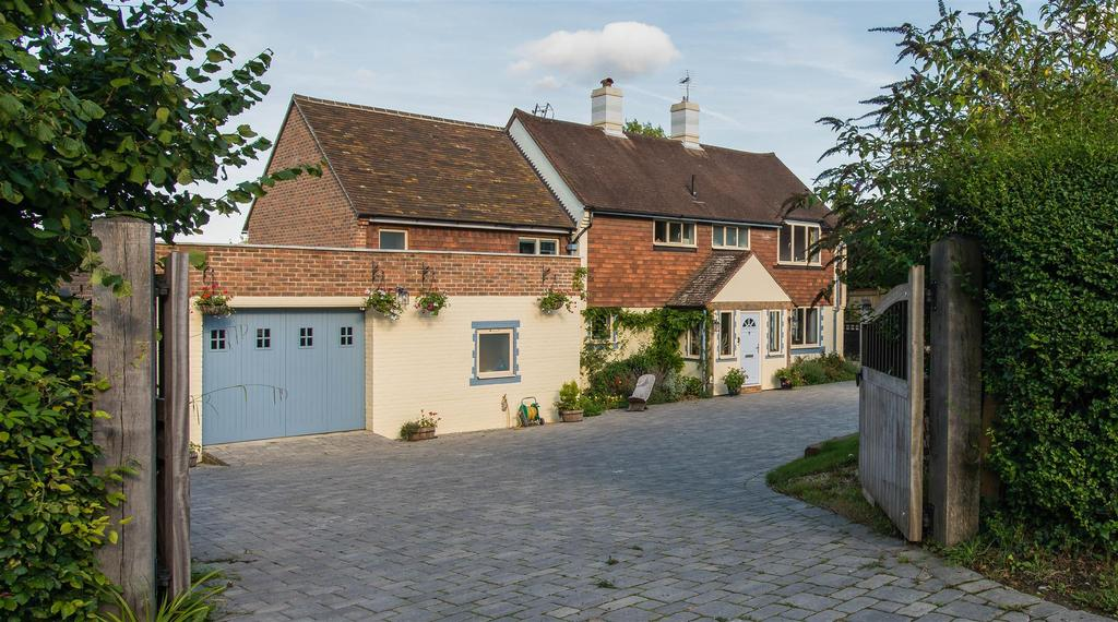 6 Bedrooms Detached House for sale in Oathall Road, Haywards Heath