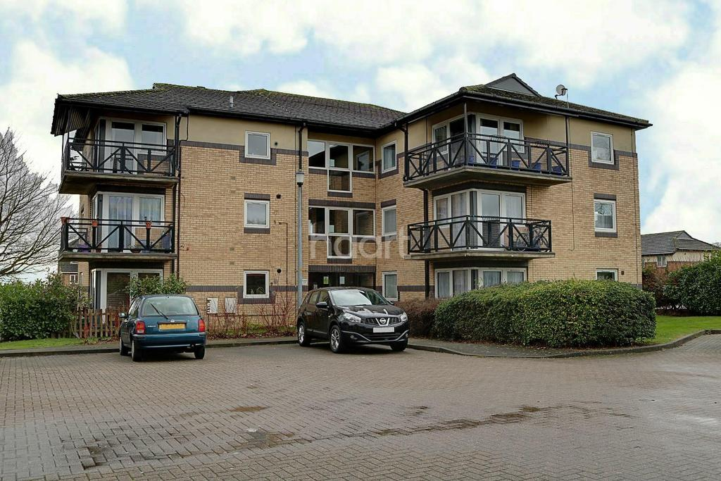 2 Bedrooms Flat for sale in George Lighton Court, Fairlands Valley, Stevenage