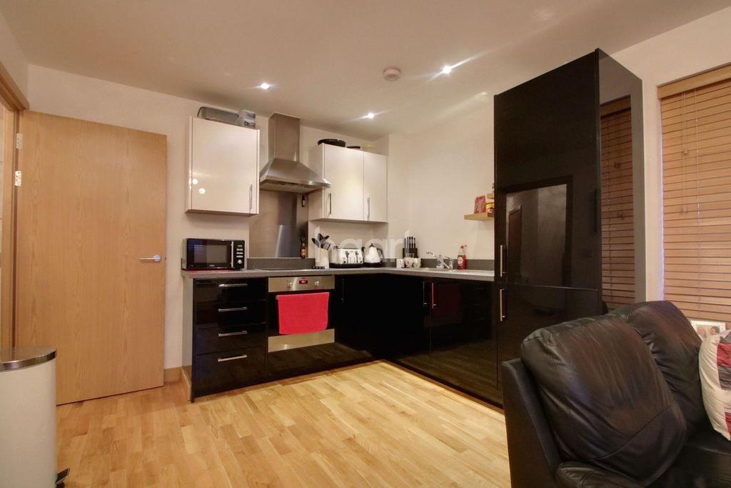 2 Bedrooms Flat for sale in Cherrydown East, Basildon