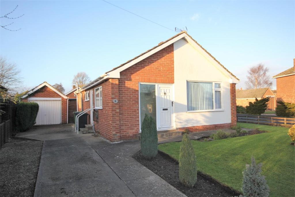2 Bedrooms Detached Bungalow for sale in Petercroft Lane, Dunnington, York, YO19