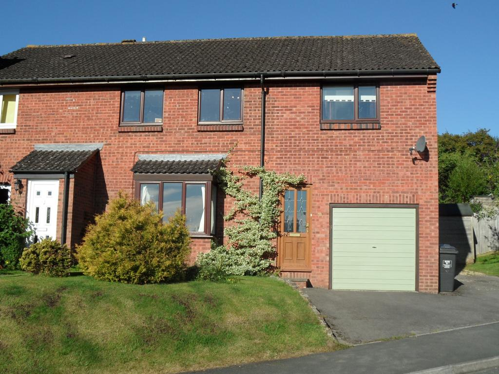 4 Bedrooms Semi Detached House for sale in Rogers Meadow, Marlborough, Wiltshire