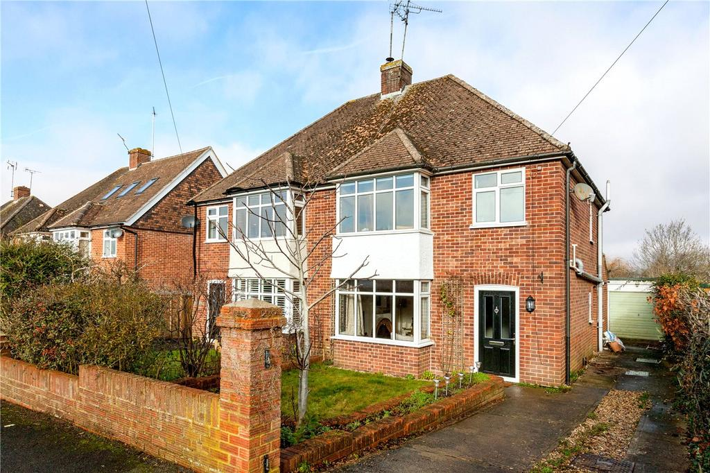 3 Bedrooms Semi Detached House for sale in Montgomery Road, Newbury, Berkshire, RG14