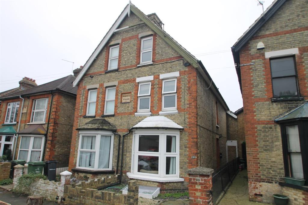4 Bedrooms Semi Detached House for sale in Douglas Road, Maidstone