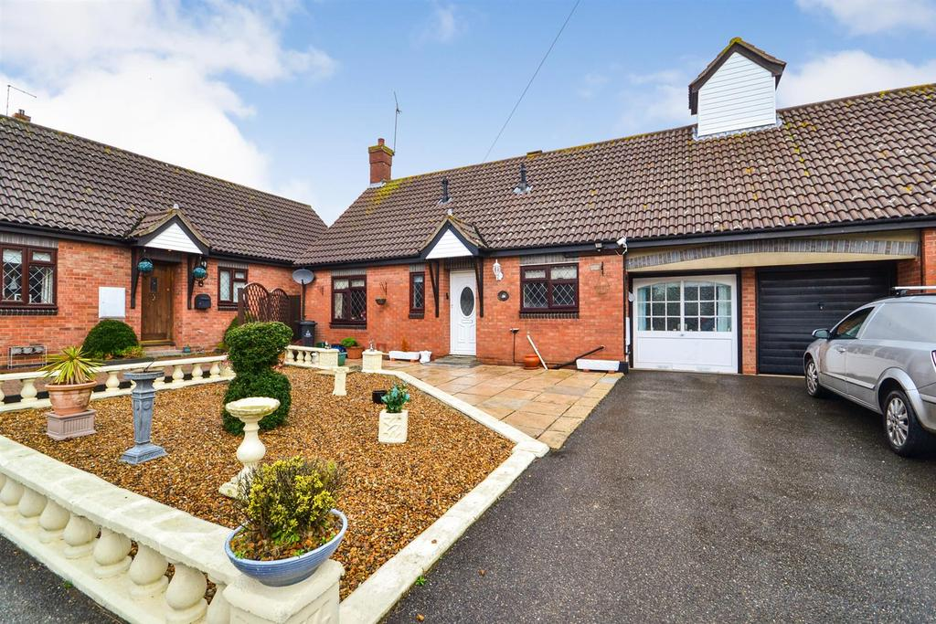 2 Bedrooms Bungalow for sale in Station Road, Southminster