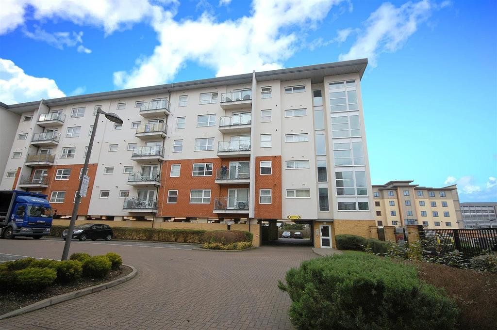 2 Bedrooms Apartment Flat for sale in Clarkson Court, Hatfield