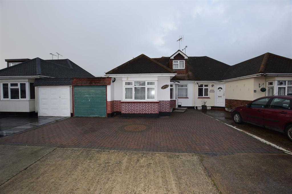 4 Bedrooms Chalet House for sale in Station Road, Canvey Island