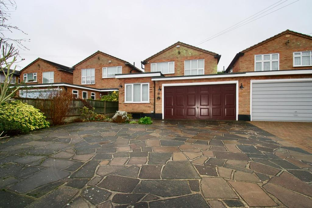 3 Bedrooms Detached House for sale in Beresford Gardens, Benfleet