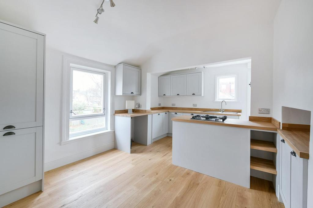 3 Bedrooms Maisonette Flat for sale in Haverhill Road, Balham