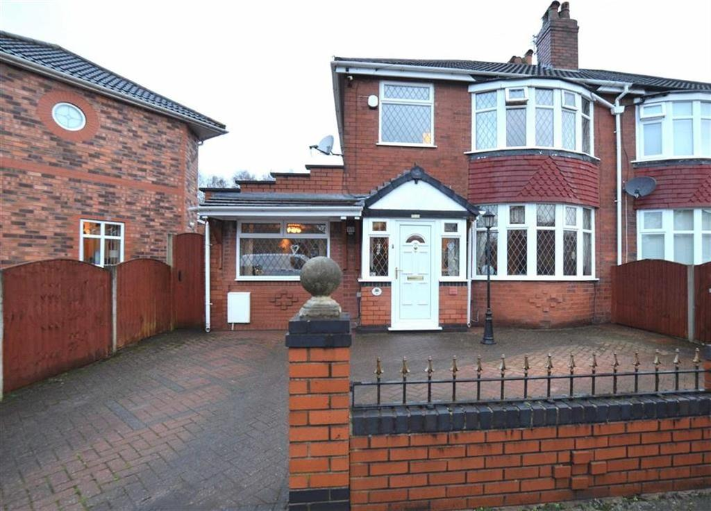 3 Bedrooms Semi Detached House for sale in Thornton Avenue, Urmston, Manchester